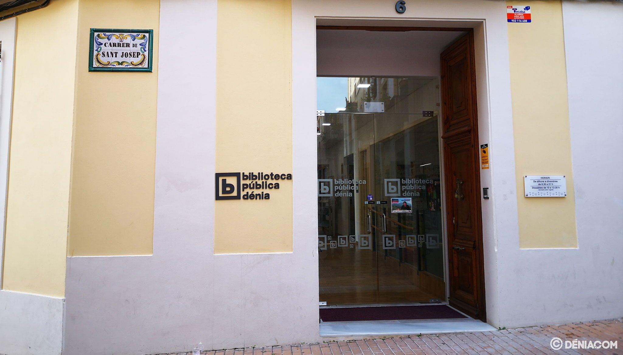 Entrada a la Biblioteca Municipal de Dénia