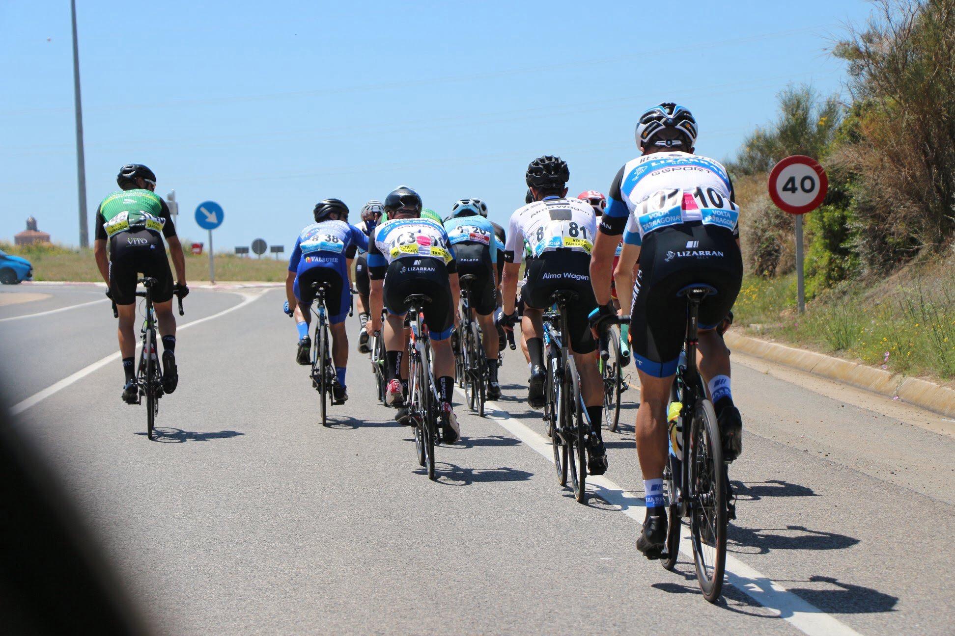 Pelotón en la Volta a Tarragona
