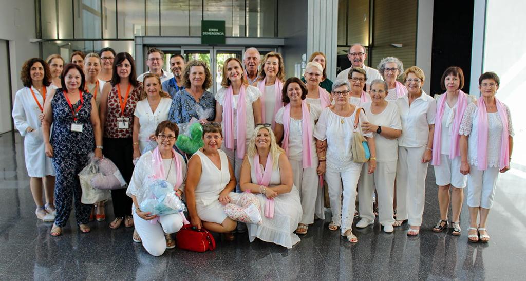 El Hospital de Dénia recibe llos Cojines con Corazón como donación