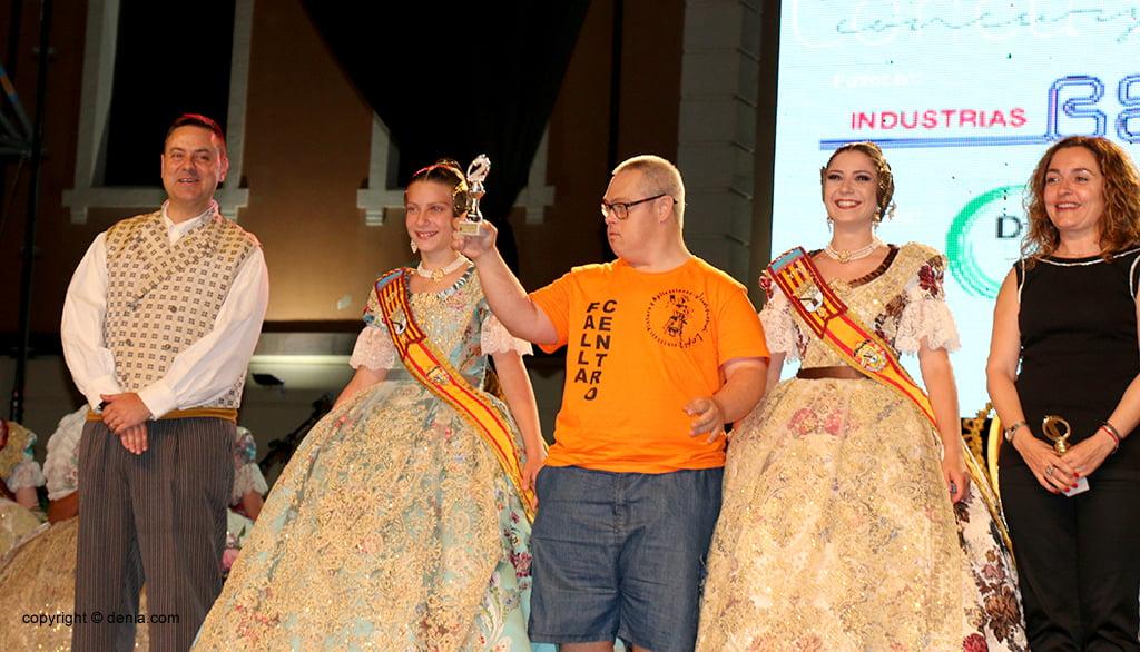 Il centro Falla sta con il secondo premio di paella
