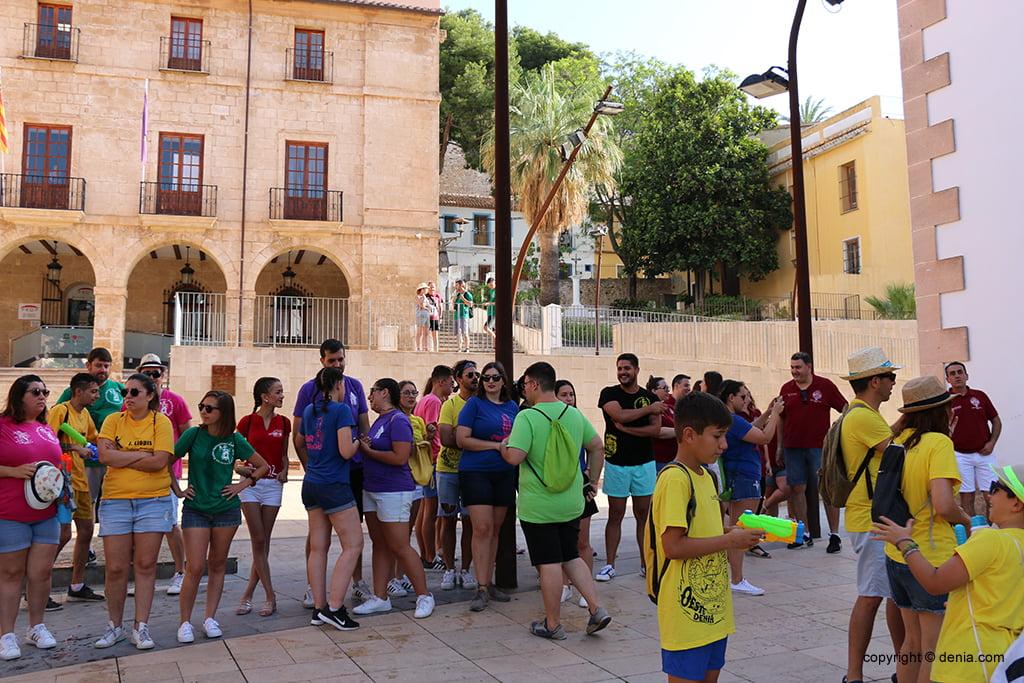 Falleros встречаются, чтобы начать тур по Куканьясу