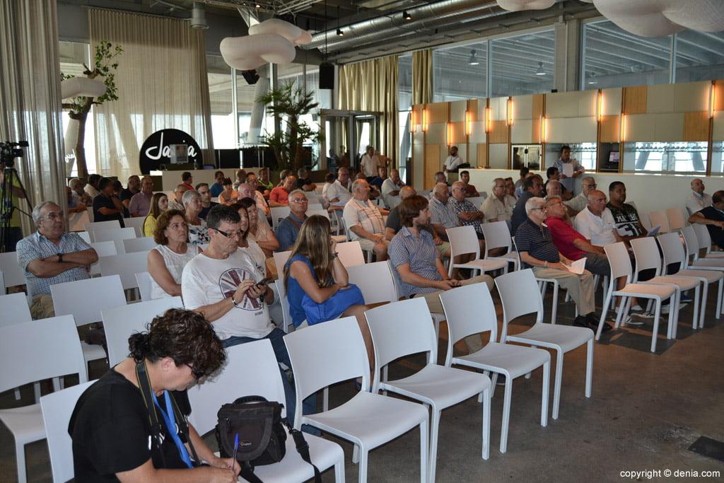 Socis en una assemblea del CD Dénia