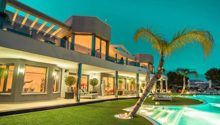 Façade de villa de luxe à Moraira - Fine & Country Costa Blanca North