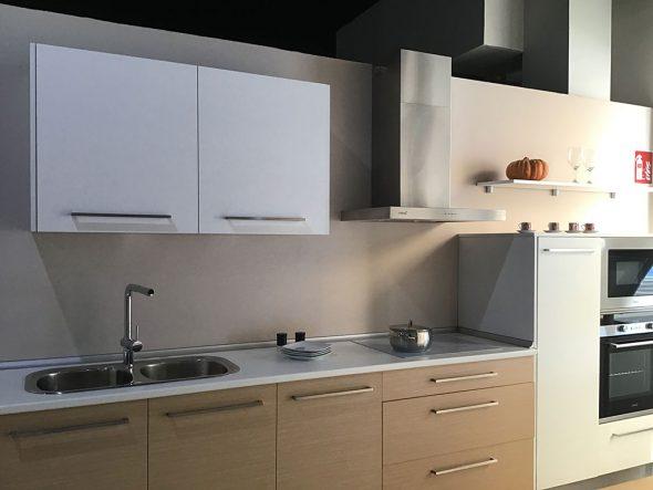 Prezzi speciali in cucine, armadi e spogliatoi in Easy Kitchen