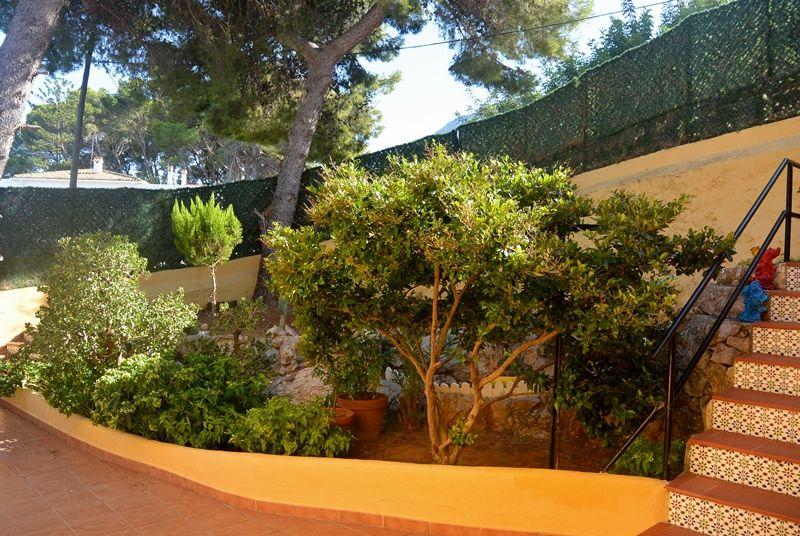 Купить виллу с садом в Дения - Еврохолдинг