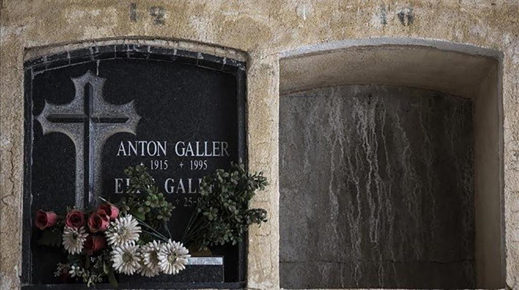 Làpida d'Anton Galler al cementiri de Dénia