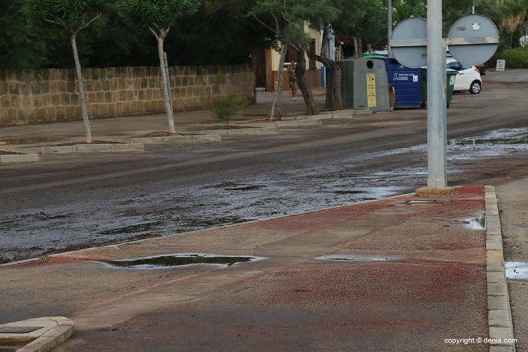 Le conseguenze della pioggia e della tempesta a Denia - strade fangose