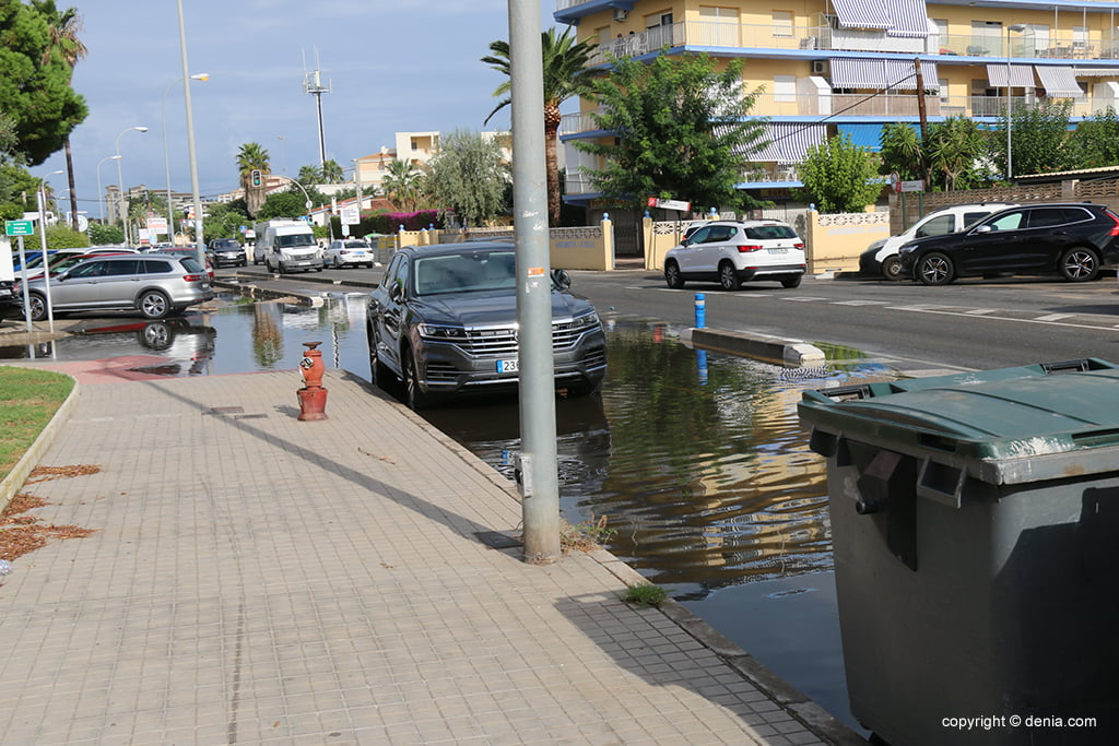 The consequences of rain and storm in Dénia - Las Marinas road