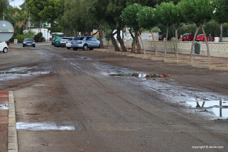 De gevolgen van regen en storm in Dénia - natte wegen