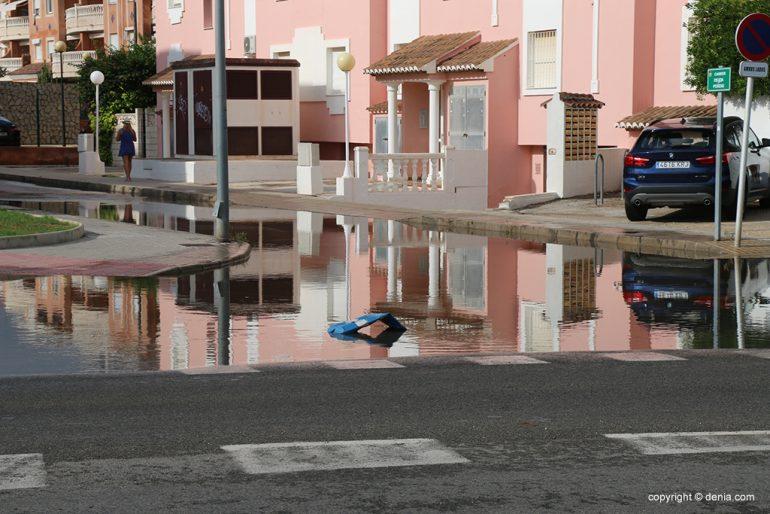 Le conseguenze della pioggia e della tempesta a Dénia - l'acqua copre Las Marinas