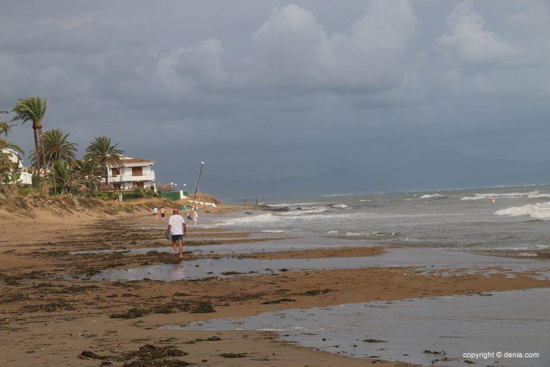 Le conseguenze della pioggia e della tempesta a Dénia - Bovetes Beach