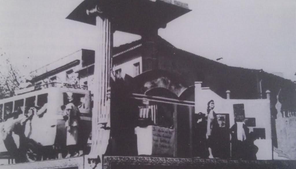 Primer monumento de la falla Centro