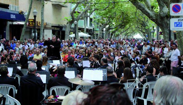 Bild: Musikalische künstlerische Gruppe von Dénia