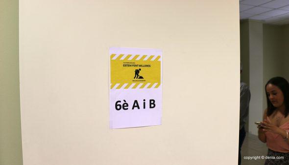 Изображение: классная комната для учеников шестого класса школы Pou de la Muntanya