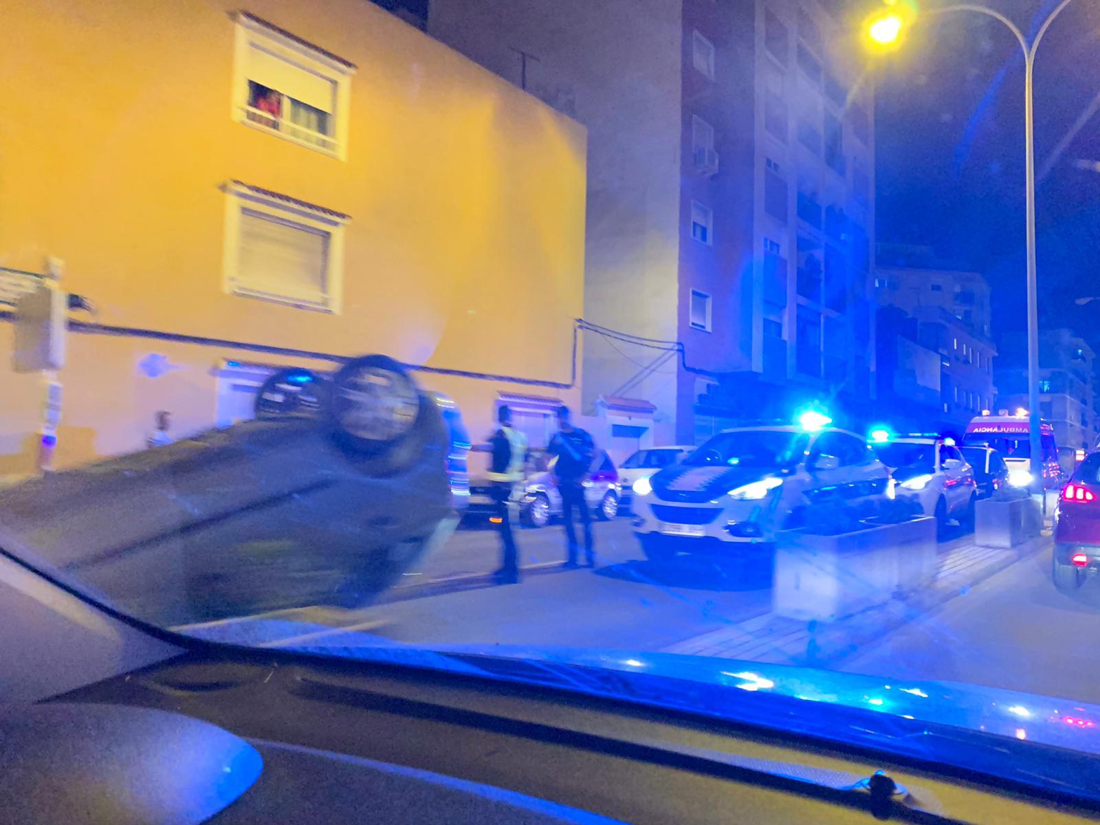 Cotxe bolcat a l'avinguda Alacant