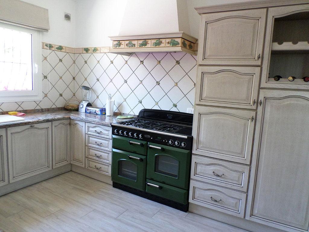 Cocina rústica en un chalet en venta en el Montgó – Promociones Denia, S.L.