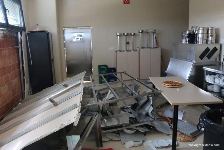 Cocinas del CdT destrozadas