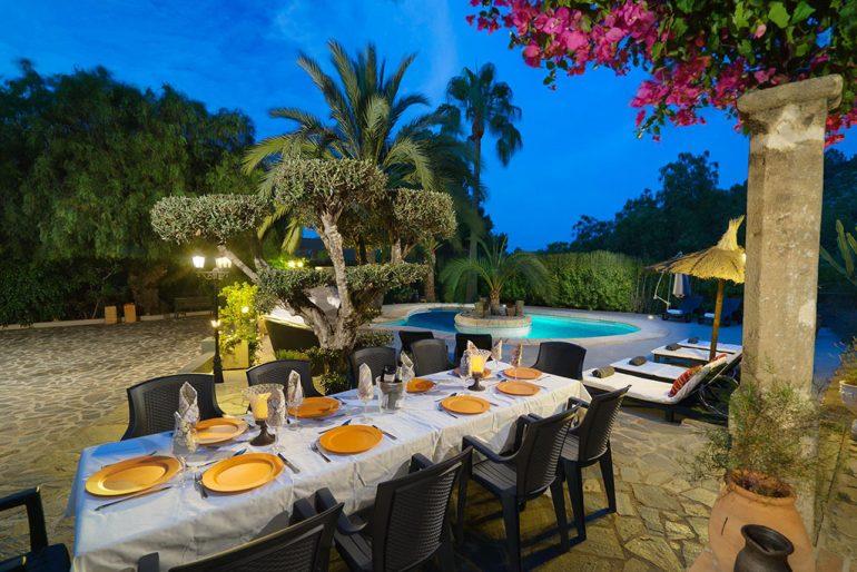 Salle à manger extérieure dans une maison en location de vacances près de Dénia - Aguila Rent a Villa