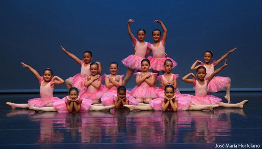 Actuación niñas Escola de Dansa Mª Ángeles Signes