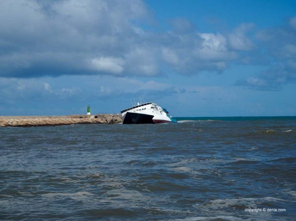 Imagem: A balsa Pinar del Rio no porto de Dénia