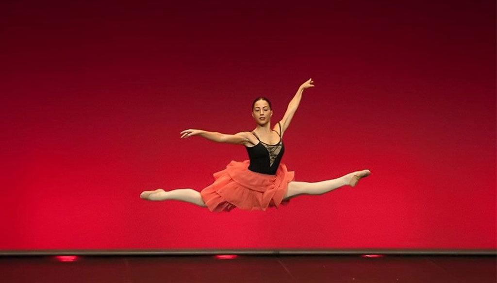 Elena Sevilla en una actuación de ballet clásico. Fotografía Paco Giménez