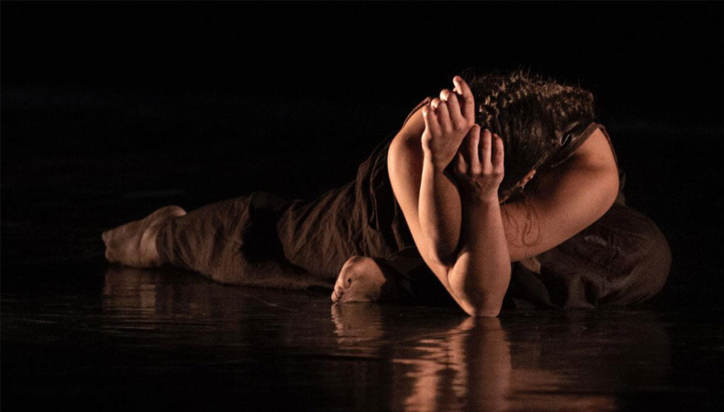 Elena Sevilla bailando danza contemporánea. Fotografía Germán Antón