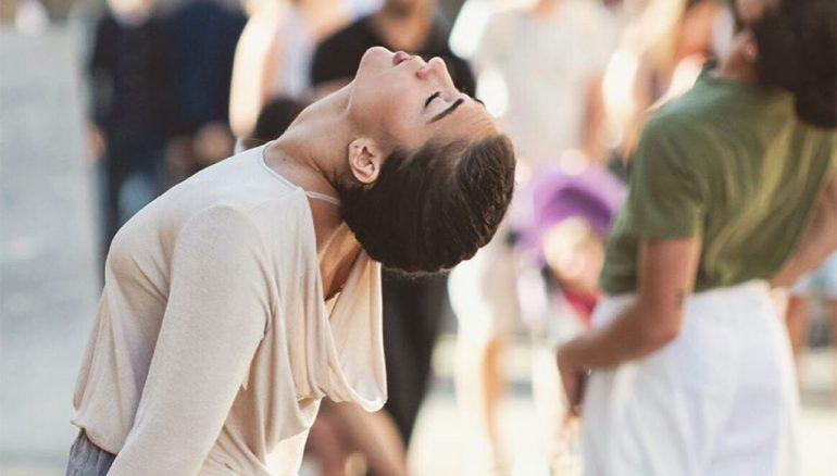 La bailarina Elena Sevilla en una actuación al aire libre. Fotografía Germán Antónn