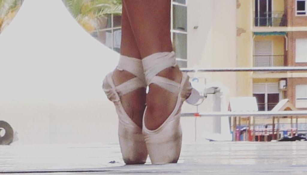 Detalle de las piernas con puntas. Fotografía Sefa Ivars