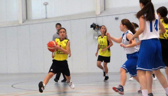 Image: Entrée d'un panier pour enfants de Dénia Basketball