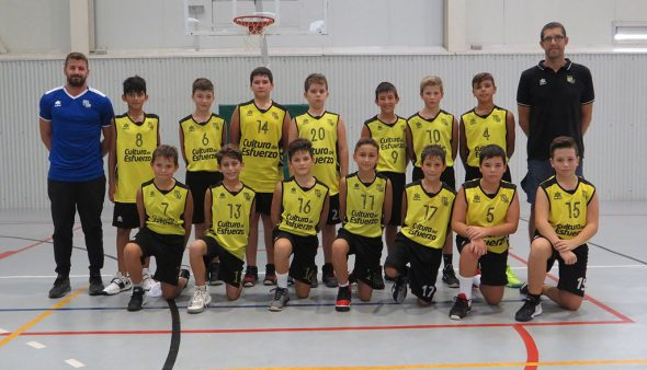 Image: L'équipe de basket-ball Dénia qui a battu Paidos Dénia