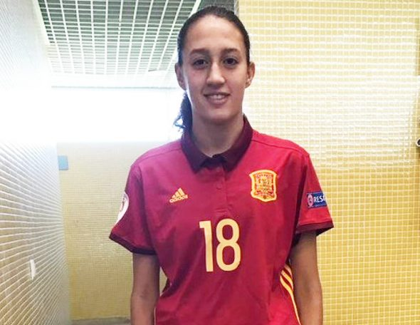 Imatge: Fiamma Benítez amb la samarreta nacional