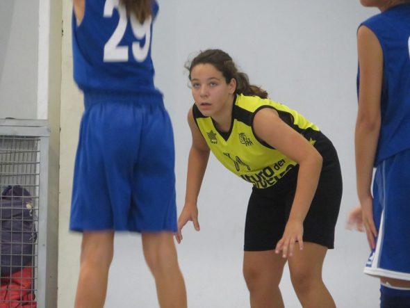 Image: Enfant de Dénia Basketball attentif à rebondir