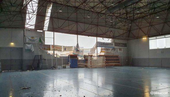 Imagen: Interior del pabellón dañado