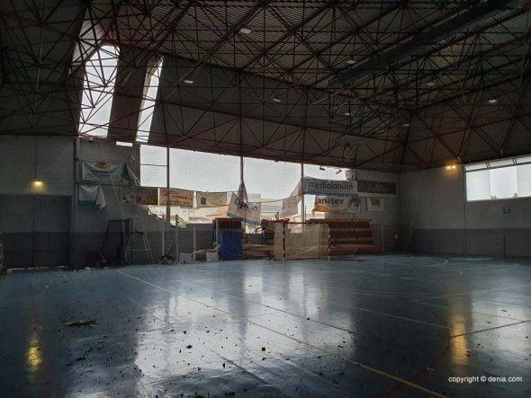 Imatge: Interior del Poliesportiu de Dénia després del tornado