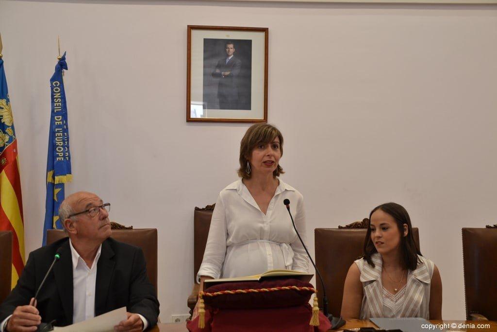 Mª Josep Ripoll swearing her position