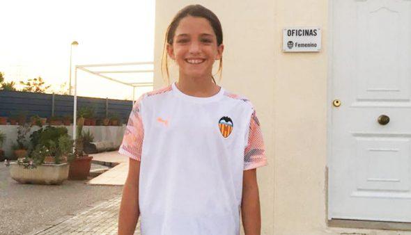 Image: Marta Llorca avec l'uniforme du Valencia CF
