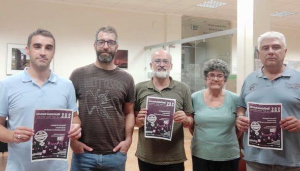 Image: Membres de l'EATIM de Jesús Pobre avec l'affiche de la démonstration de nuit