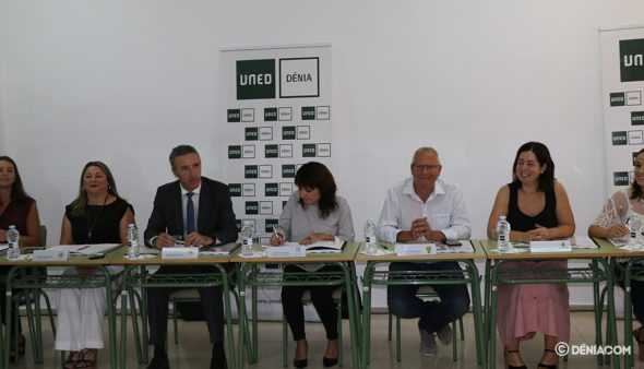 Imatge: Membres de l'Ajuntament, Diputació i UNED