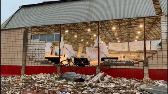 Imatge: Paret esfondrada al pavelló municipal de Dénia