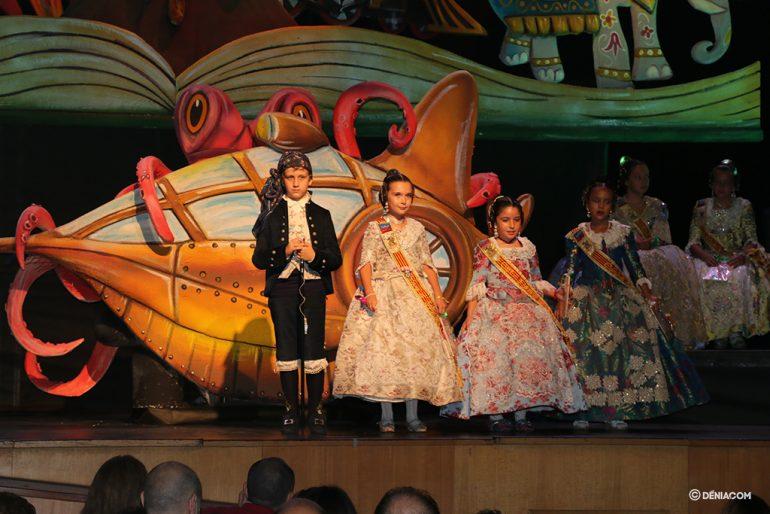 Presentació Infantil Falla Baix La Mar president i Comissió Infantil 6