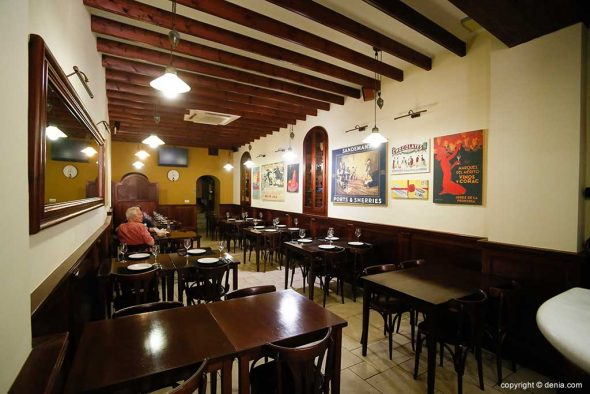 Imagen: Salón interior - Taberna Sevillana