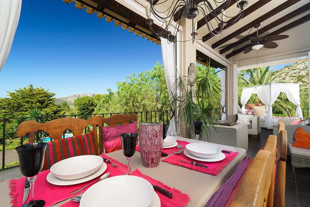 Salle à manger couverte dans une maison de luxe à Pedreguer - Aguila Rent a Villa