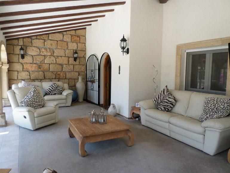Terraza muy grande en un chalet en venta en el Montgó - Promociones Denia, S.L.