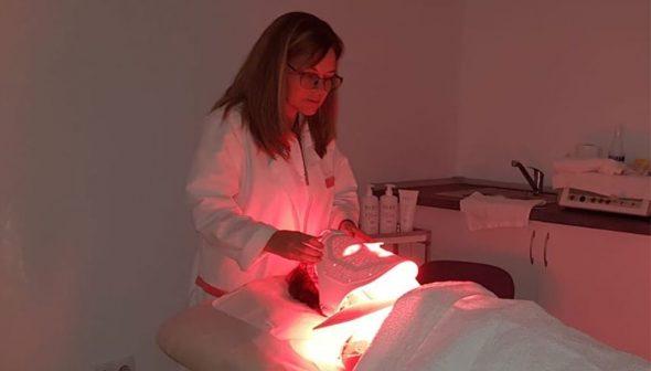Imagen: Combinación de luz con productos en la terapia fotobiodinámica - Clínica Doctora Flores de Apodaca