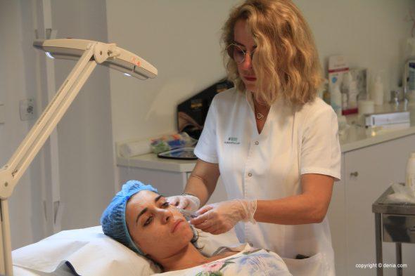 Изображение: лечение гиалуроновой кислотой в Дении - Clínica Estética Castelblanque