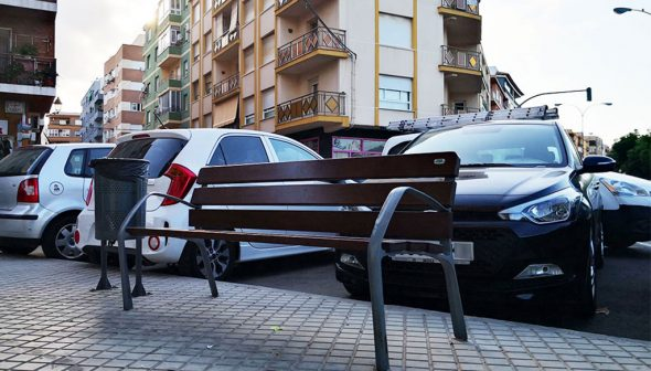 Image: New banks and wastebaskets in Alicante Avenue of Dénia - Participatory Budgets