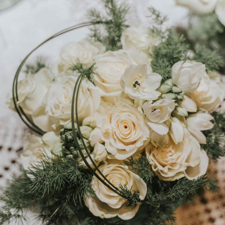 Цветочный центр в белом, идеи для всех святых - свадьбы и цветы
