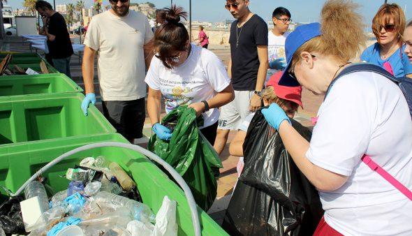 Imatge: Tasques de recollida de residus