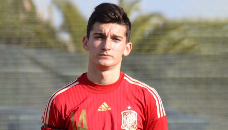 Pepelu with the national team shirt
