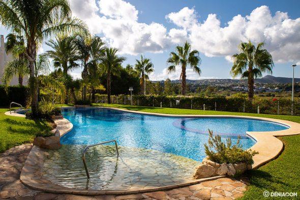 Imatge: Apartament amb piscina i jardí - Cases Singulars